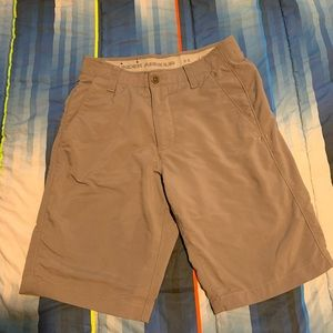 Men's Under Armour size 30 golf shorts